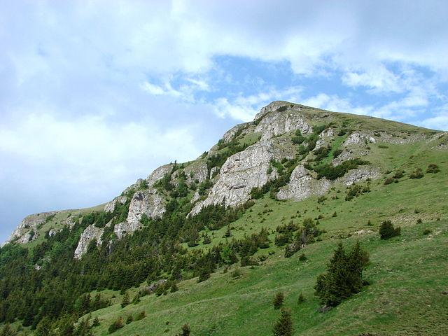 640px-Bucegi_Mountains_-_Near_Sinaia_-_Romania