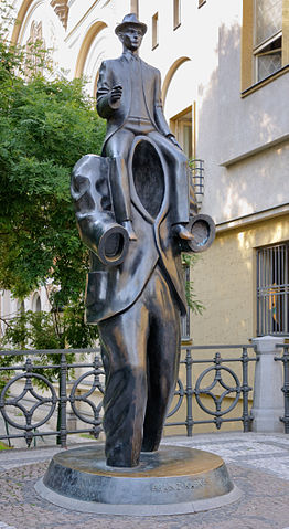 262px-Kafka_statue_Prague