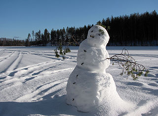 320px-Snowman_on_frozen_lake