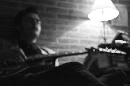 baiat cu chitara 1