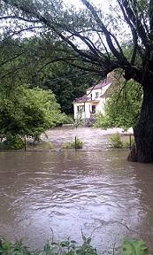 Flood_2013_in_Czech_Republic_-_river_Výmola_(2)