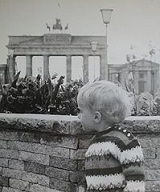 199px-Berlin-Baby-Wall-1968