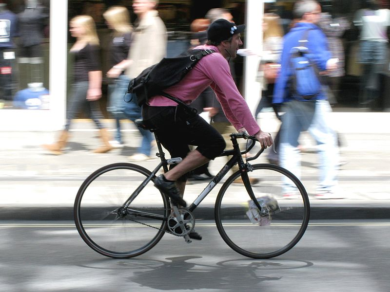 800px-Bicycle_courier_552