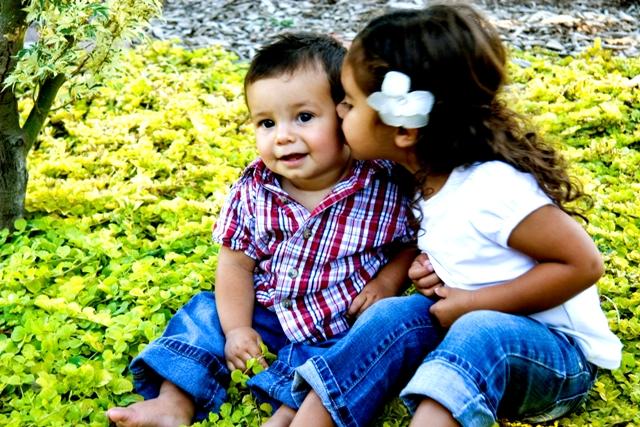 Kids_in_flowers16